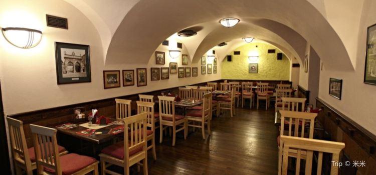 Mustek Restaurant1