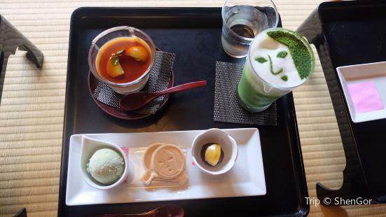 Yoji和咖啡館