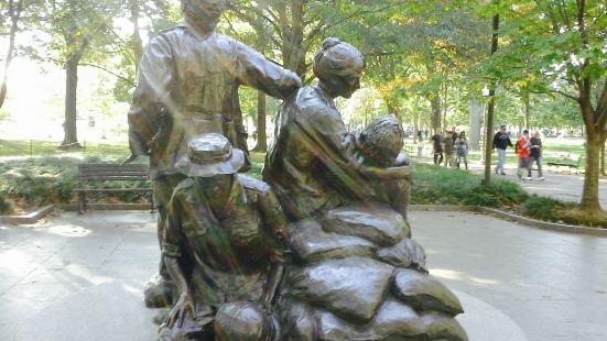 越戰女子青銅塑像