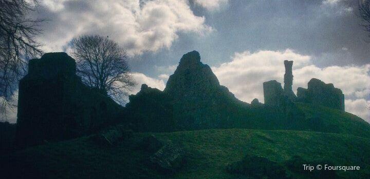 Okehampton Castle2