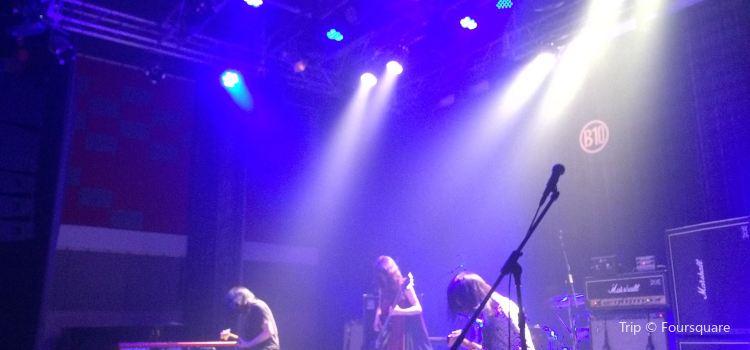B10 Live1