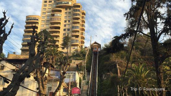 Funicular Villanelo