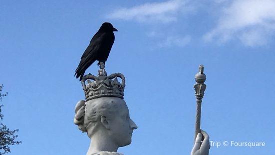 Queen Victoria Statue - Kensington