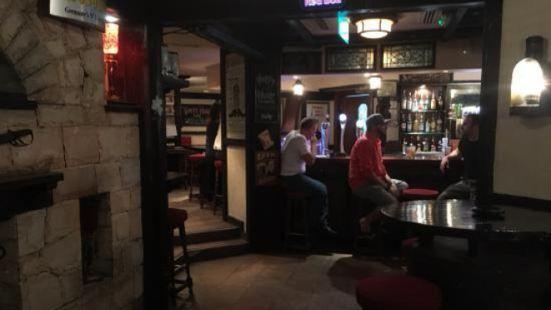 Captain's Arms English Pub