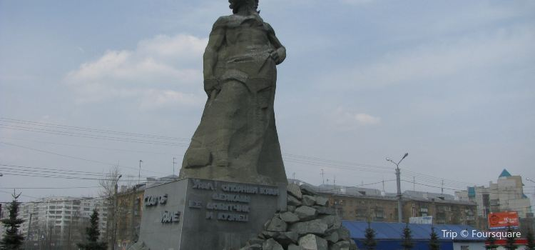 The Tale about Urals statue1