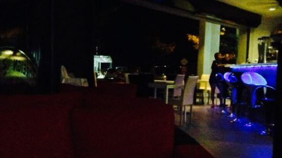 1 Motel Cafe