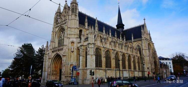 Notre Dame du Sablon3