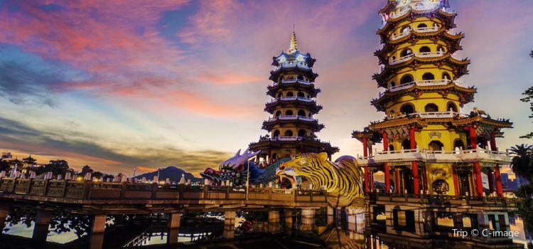 Dragon and Tiger Pagodas3
