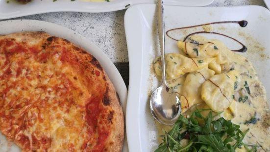 La Perla Ristorante Pizzeria Travel Guidebook Must Visit