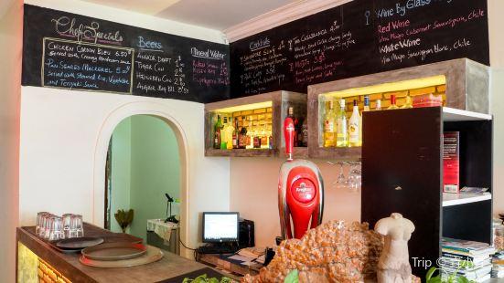 Little Casablanca Cafe & Bar