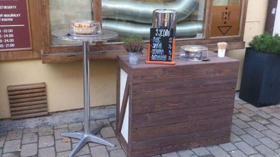 Academy cafe&cocktail bar