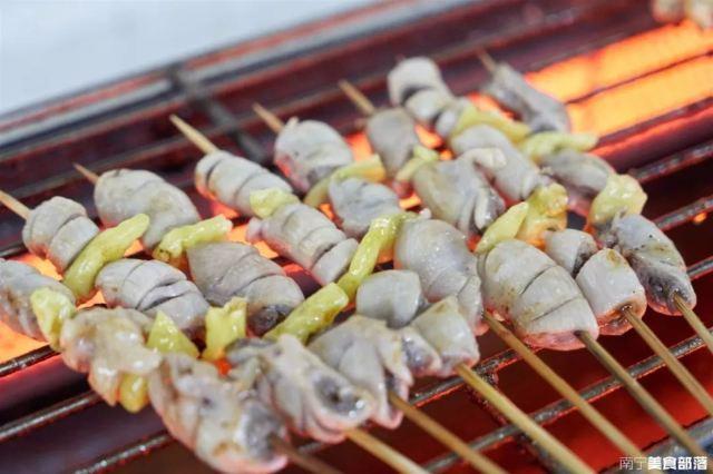 廣藝附近宵夜新去處!「鴿子蛋魷魚嘴」「稀罕花腸」專做沒吃過的肉