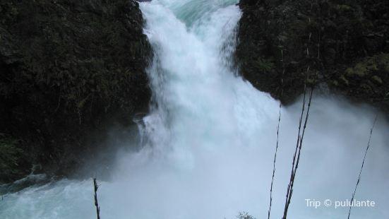 Los Alerces Waterfall (Cascada Los Alerces)