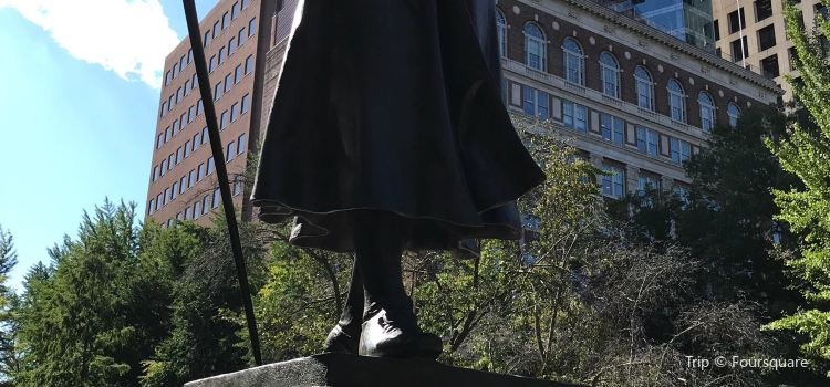Robert Morris Statue3