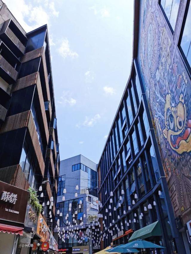 Qilong Alley