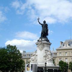 헤쀼블리끄 광장 여행 사진