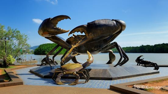 The Mud Crabs Sculpture