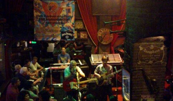Saxophone Pub2