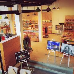 Danang Souvenirs & Cafe User Photo