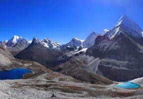 稻城亞丁--蔚藍的天空、白色的雪山、金色的草地、秋天的童話......