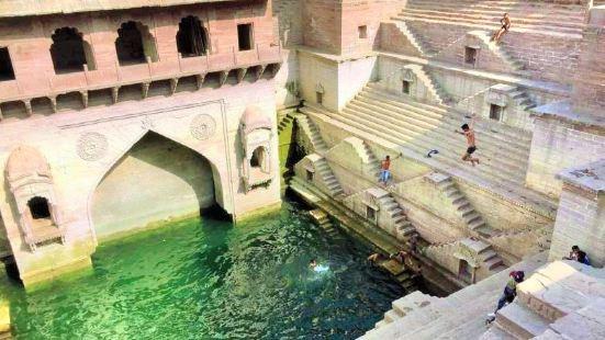The Step Well - Toorji Ka Jhalara