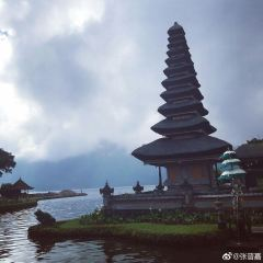 울룬다누 브라딴 사원 여행 사진