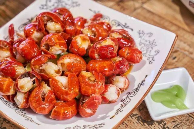 湖北小龍蝦專賣店,榴蓮、芥末30+種口味,吃一個月不重樣!