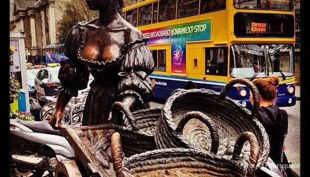 Molly Malone Statue Dublin2