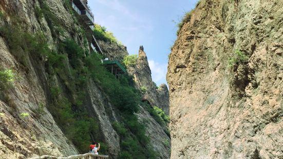 Jiuxian Mountain Valley Rafting