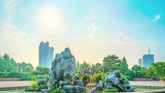 Zhengzhou Monthly Rose Park (South Gate)