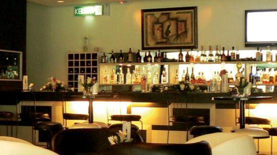 Crossroads Lounge