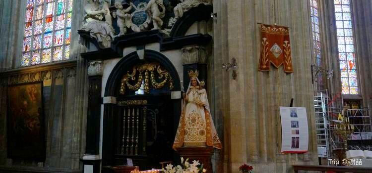Notre Dame du Sablon1