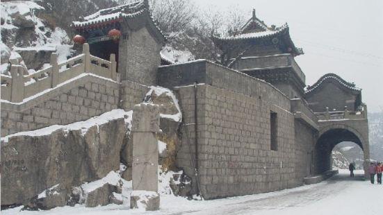 헤이룽둥 펑웨관