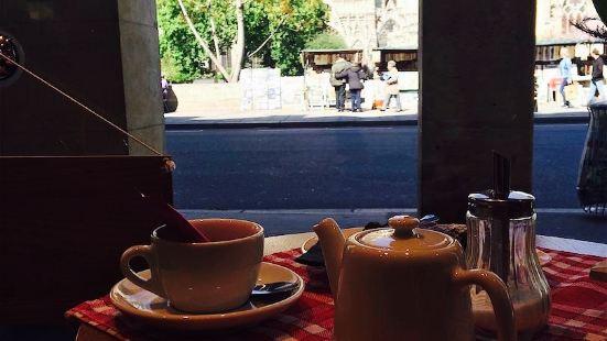 Gallery Café Aux Arts Etc