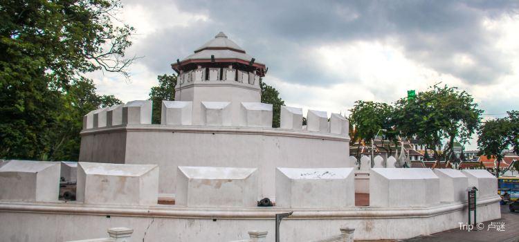 Phra Sumen Fort1