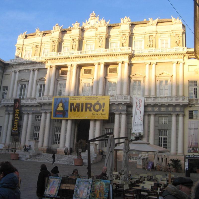 Piazza de Ferrari travel guidebook –must visit attractions
