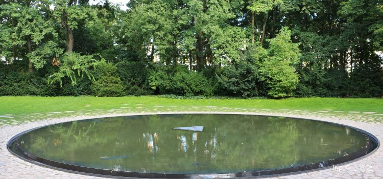 Memorial to the Sinti and Roma Murdered under the National Socialist Regime1