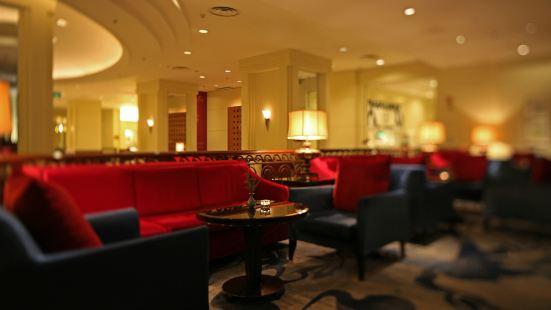 Shangri-La Hotel Lobby Lounge