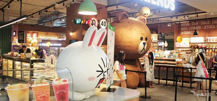 Line Friend's Cafe & Store1