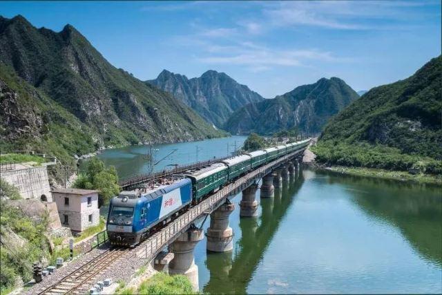 太贊!上海人可以坐火車出國啦!2天就能到5個國家,沿途一路風景美食~