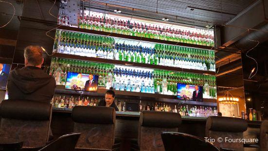 Earl's Restaurant & Lounge