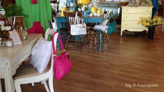 Lady of the Lake Shop, Cafe & Pub