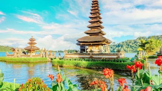울룬다누 브라딴 사원