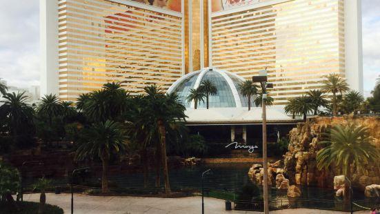Denny's Casino Royale
