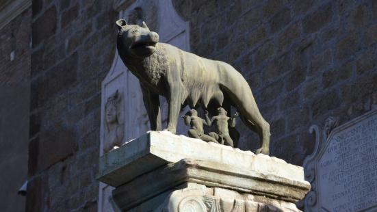 羅馬母狼雕像