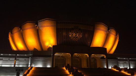 金色歌舞劇院