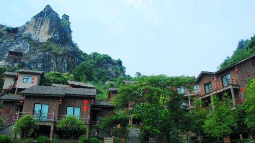 Tonglu Red Lantern Log House Holiday Resort