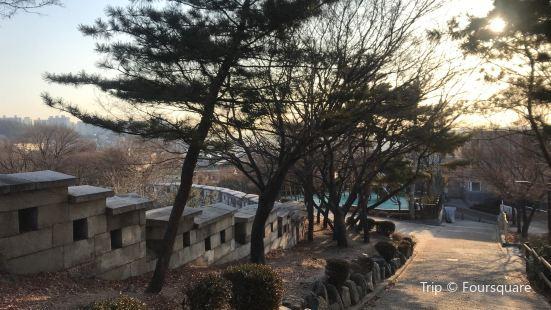 Waryong Park
