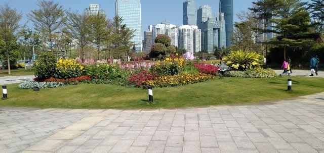 Hongcheng Park (East Gate)