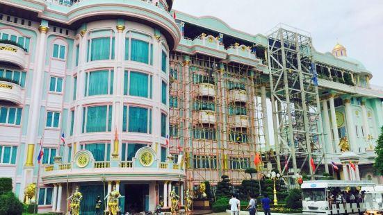 Sukhawadee House